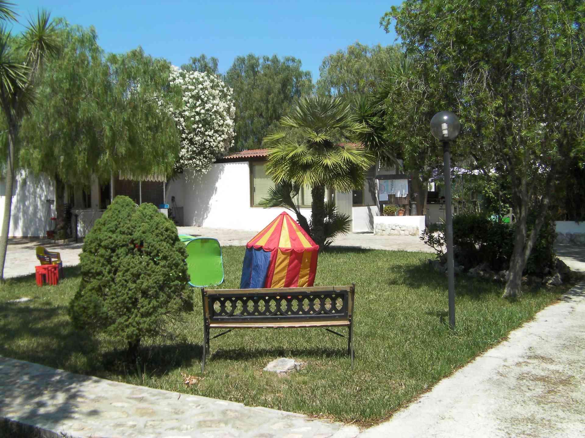 area giardino del residence maddalena