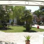 Area giardino nella cornice naturale del residence maddalena di vieste