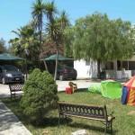 area giardino con giochi bambini residence maddalena