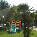 Gioco gonfiabile movibile per i bambini durante le vacanze in puglia