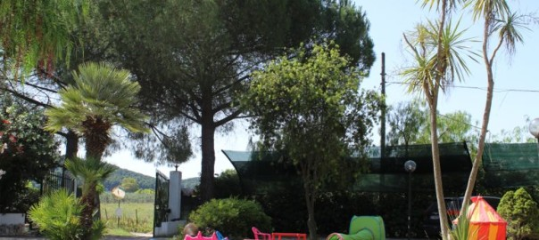 area verde del residence maddalena tra Vieste e Peschici
