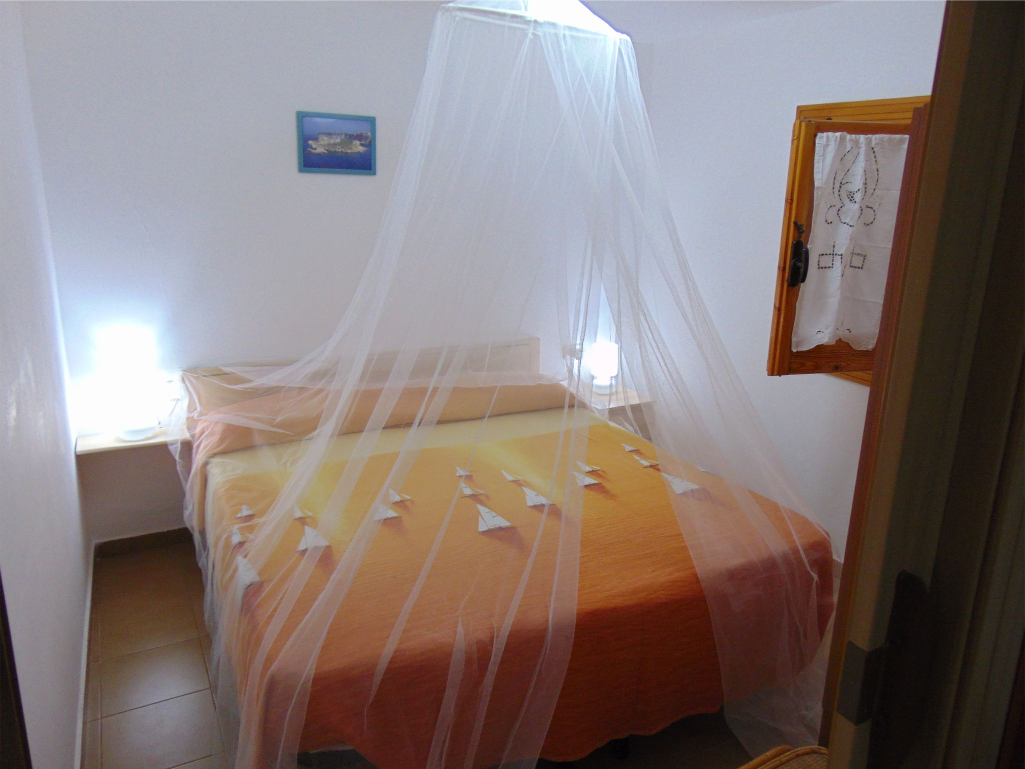 Camera da letto matrimoniale con zanzariera gargano residence - Zanzariera per letto matrimoniale ...